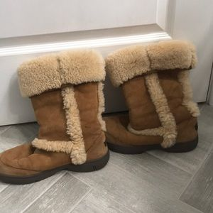 Tall chestnut ugg boots with fur